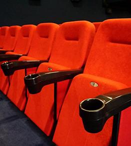 Для польского кинотеатра изготовлены 156 кресел с подстаканниками