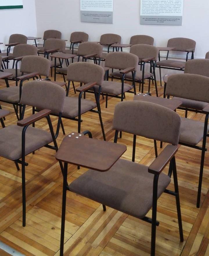 Для Винницкой Академии изготовлено 240 ученических стульев со столиками