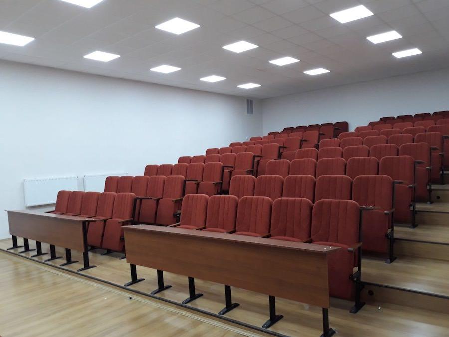 450 кресел Колизей в новой аудитории Львовского университета внутренних дел Украины