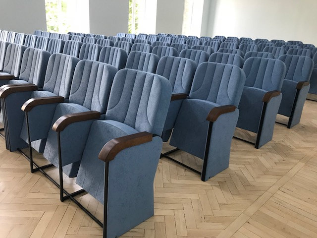 Нові крісла для Києво-Могилянської академії у Києві