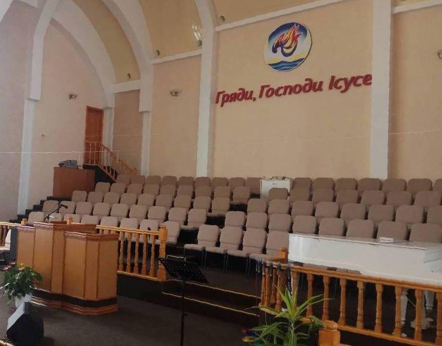 130 стульев Лукас для церкви в Ровно