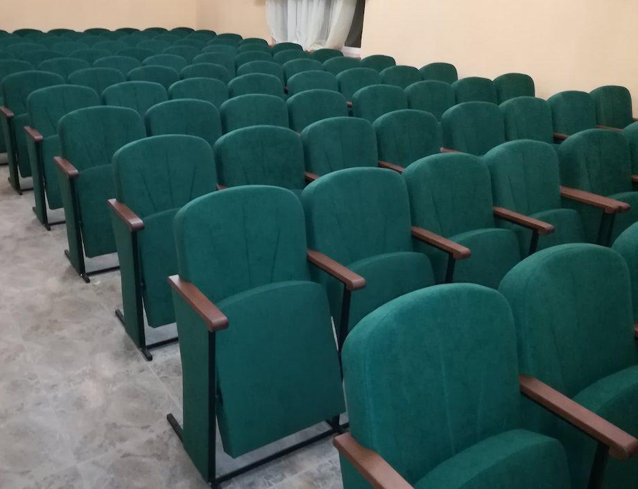 В Банюнинском доме культуры установлено 120 новых кресел нашего производства
