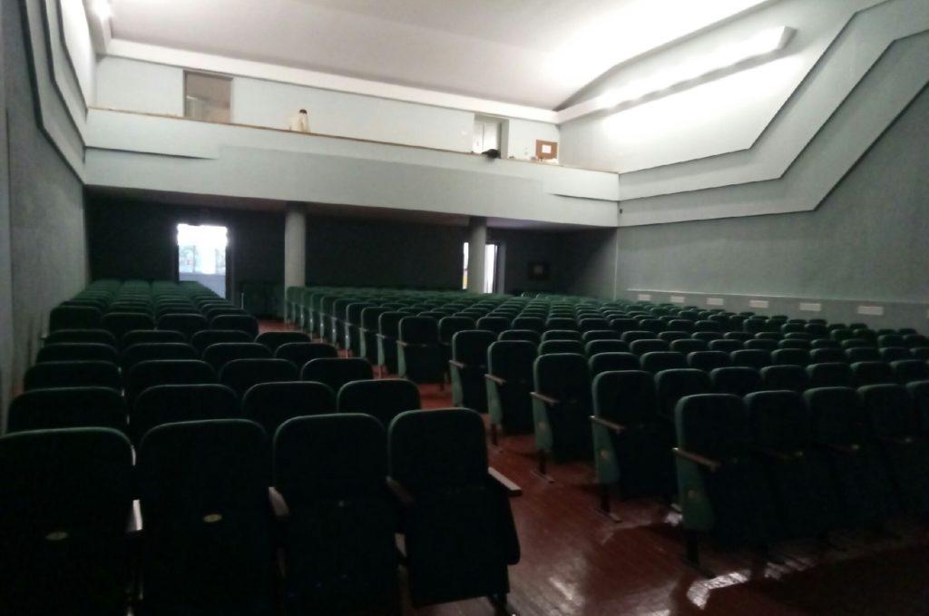 Замена кресел для зрителей в доме культуры в Томаковке