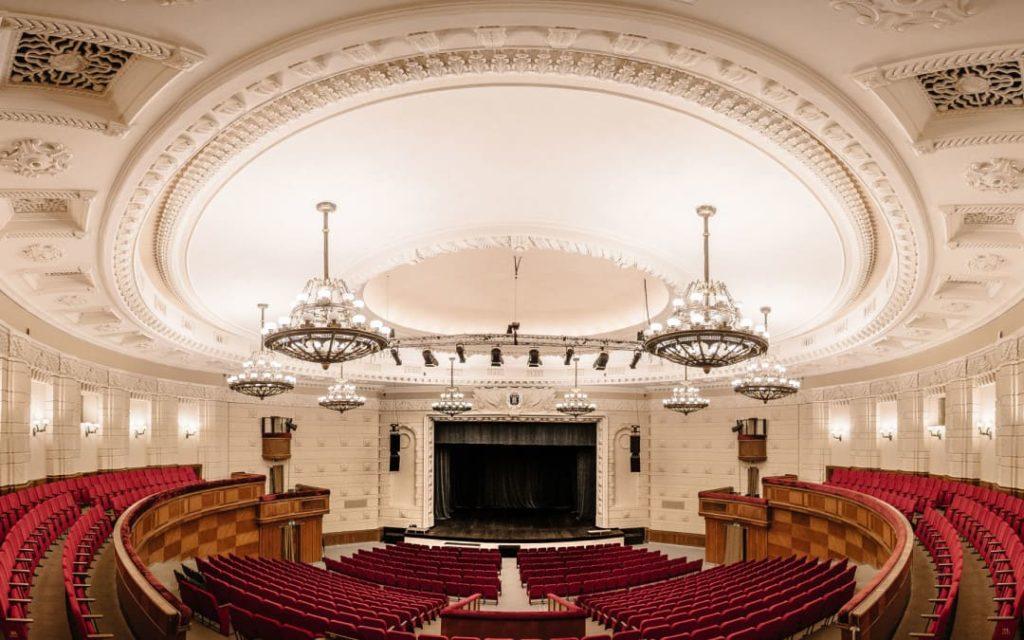 725 кресел для концерт холла «Riga» в Латвии