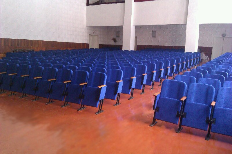 Выполнен монтаж новых кресел в районном ДК в городе Бобровица, Черниговская обл.