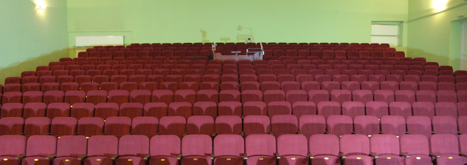 Новые кресла для зрительного зала кинотеатра в Черновцах
