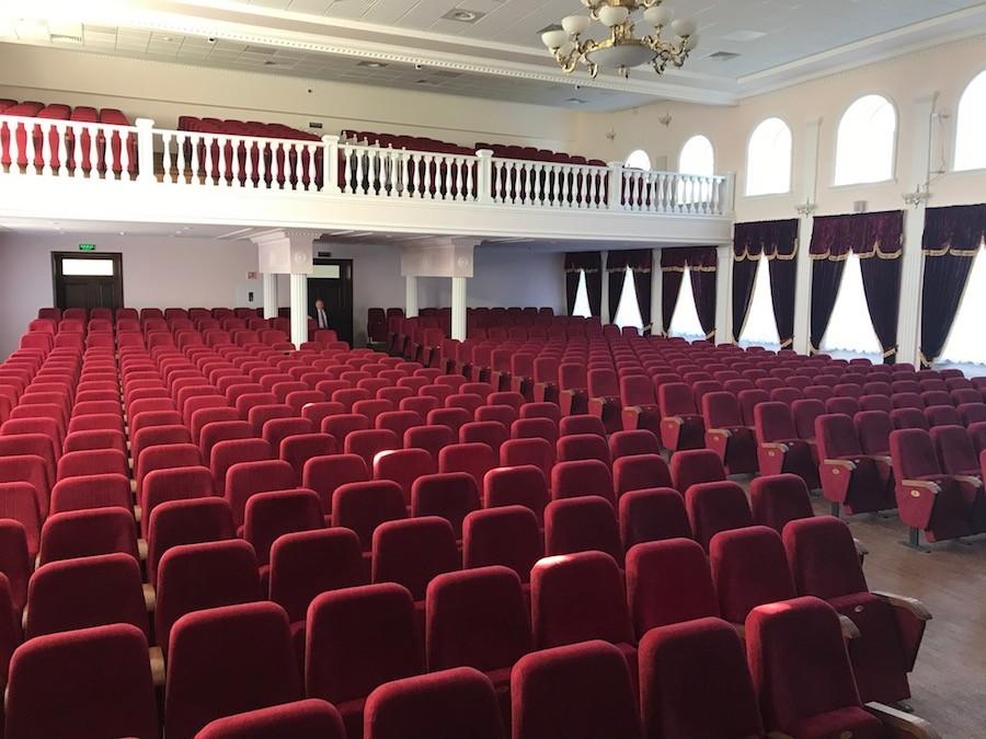623 кресла для актового зала Национального университета биоресурсов в Киеве