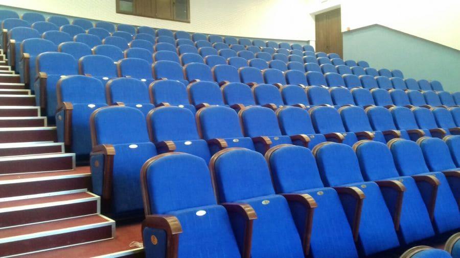 В Криворожском академическом театре им Шевченко установлено 180 новых кресел