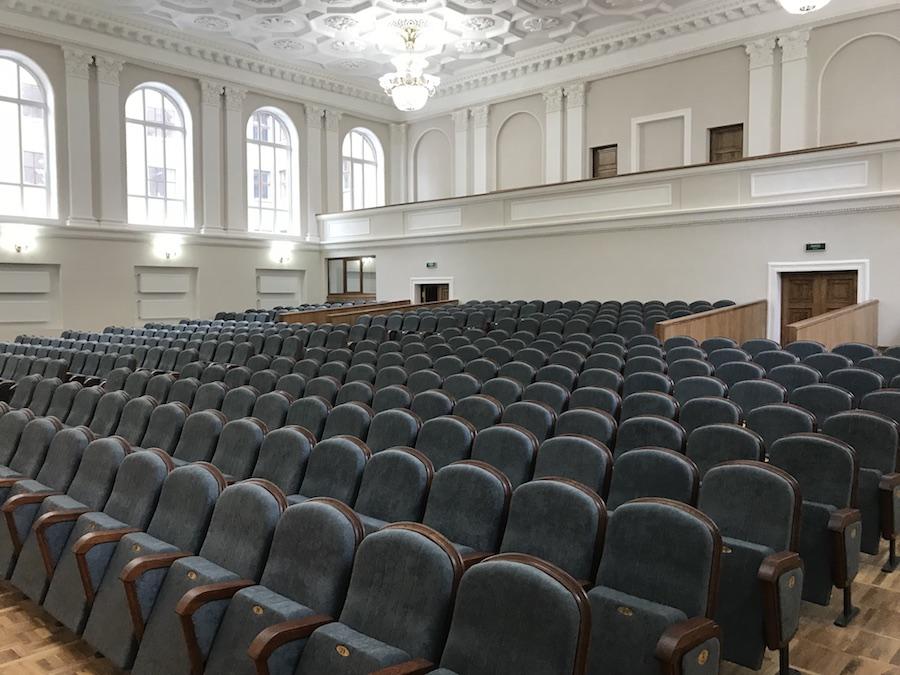 464 кресла для актового зала Национального университета им. В.Н. Каразина в Харькове
