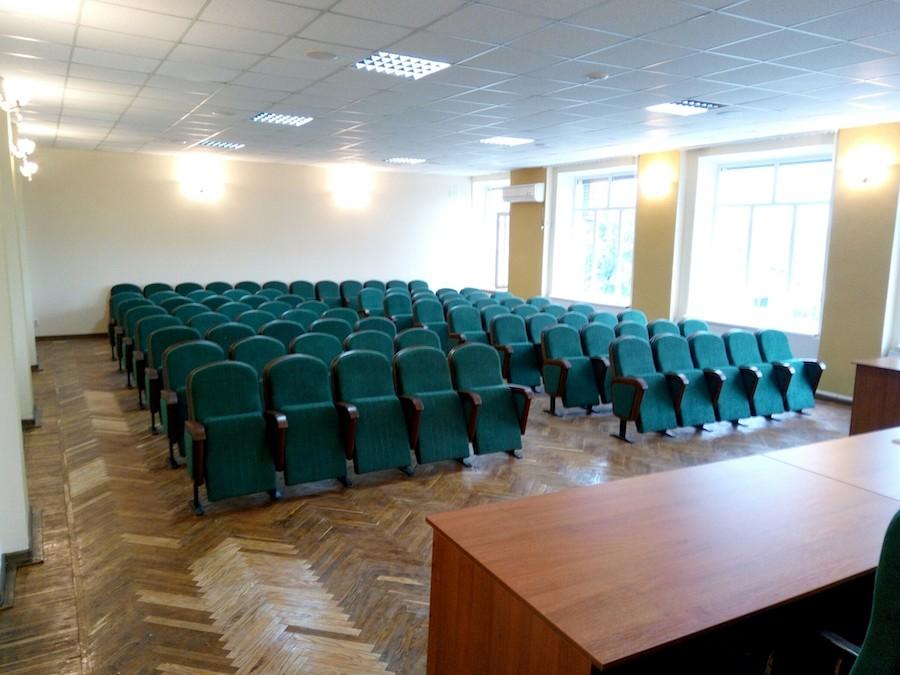 Кресла и стулья для сессионного зала городского совета в Беловодске
