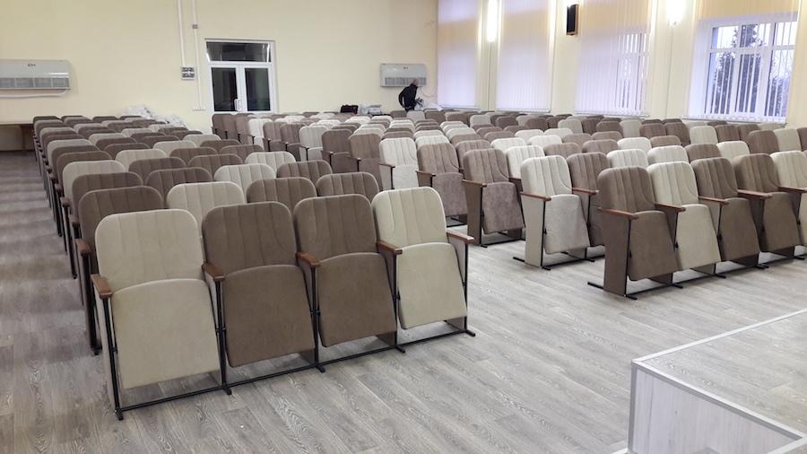 Для Мариупольской районной администрации изготовлено 200 кресел