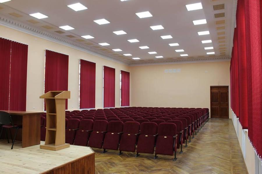 208 новых кресел для Дома офицеров в Виннице