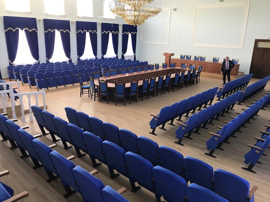 250 кресел для зала заседаний Национального университета биоресурсов в Киеве