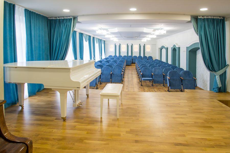 Новые кресла в зрительном зале Детской музыкальной школы в Харькове