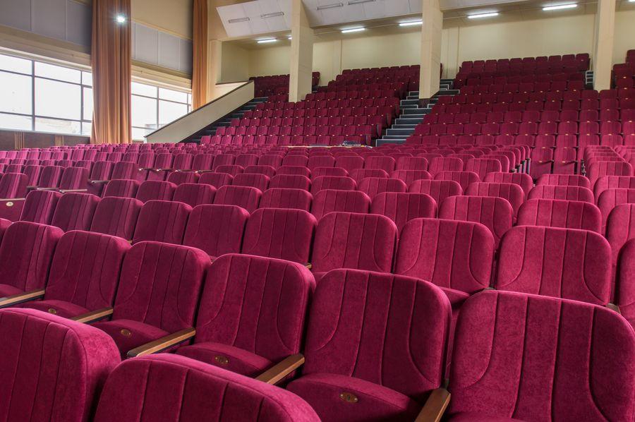 Большой актовый зал ХУВС им. Кожедуба получил новые кресла