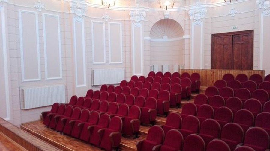 Экспортная поставка: 112 кресел для колледжа в городе Галац (Румыния)