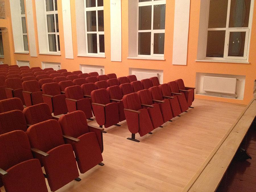 Видео театральных кресел мебельной фабрики Премьера в зрительном зале Яворова