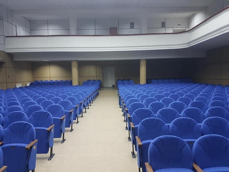 Для Запорожского центра молодежи изготовлены 583 кресла